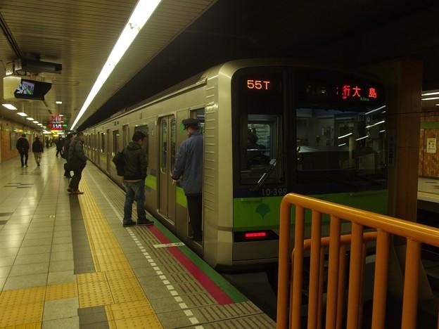 都営新宿線神保町駅2番線 都営10-390F急行大島行き停止位置よし