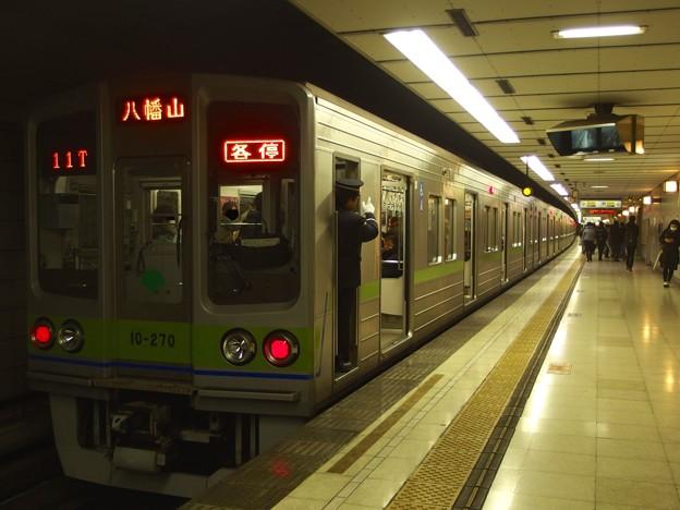 京王新線初台駅1番線 都営10-270F各停八幡山行き