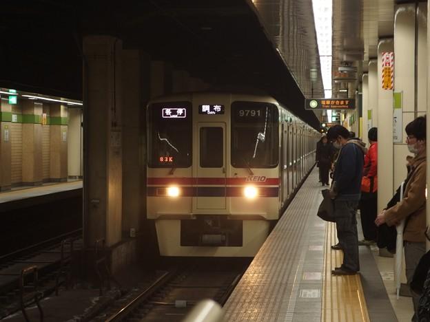 都営新宿線九段下駅5番線 京王90441各停調布行き進入