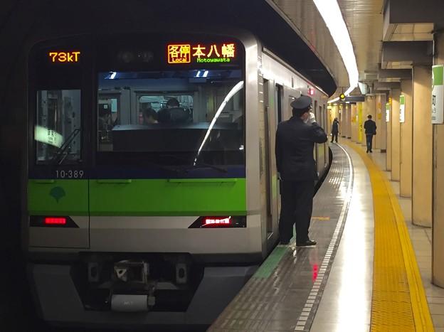 都営新宿線浜町駅2番線 都営10-380F各停本八幡行き笛扱い