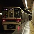 都営新宿線新宿三丁目駅2番線 京王9030各停本八幡行き前方確認