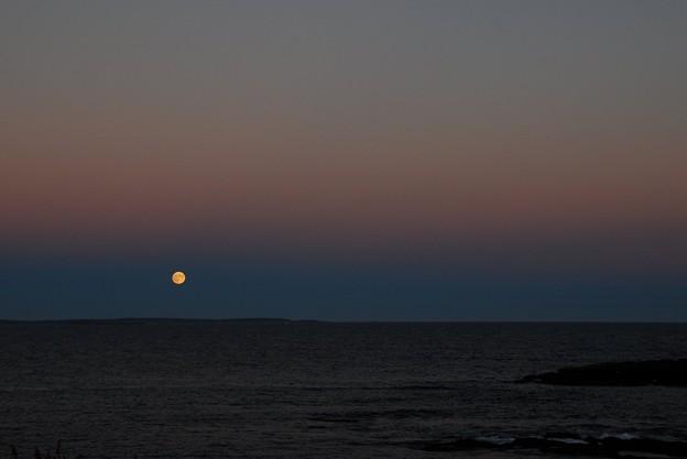 Photos: The Supermoon and the Ocean 9-27-15