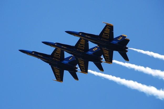 Photos: Blue Angels Left Echelon Roll 9-6-15