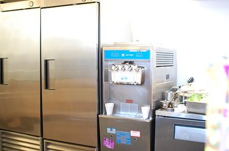 ソフトクリーム製造機