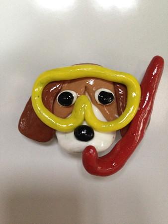 (4)夏のビーグルマグネット:マスクと赤のスノーケルと泣き虫顔のビーグル