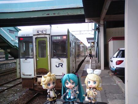 大湊線は、キハ100系2両(ワンマン)です。発車時刻までgdgd待機...