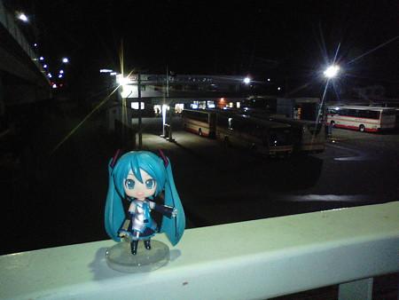 ミク:「岩手県北バスの盛岡南営業所です。ここから、品川行き夜行バ...