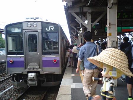 一ノ関駅に到着、11分の連絡で、盛岡行きに乗り換えます。またして...