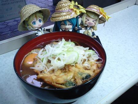 盛岡駅立ち食いそば屋でようやく本格的な食事(*´Д`)=з