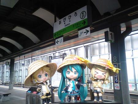 帯広駅に到着♪ ミク:「ちょっと早いけど、お昼ご飯にしましょうか...