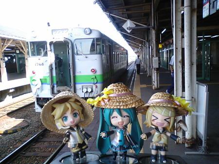 釧路駅に到着! ミク:「次は27分待ちで、帯広行きです」 ■釧路 ...