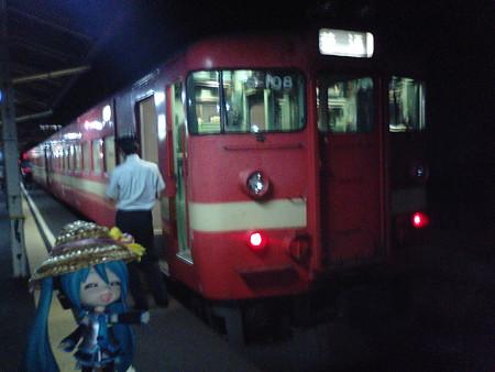 滝川駅に到着。9分の連絡で、岩見沢行きへ。(写真は、@砂川駅)