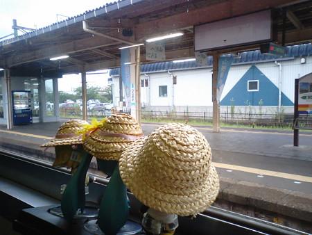 鶴岡駅にて、4分停車。