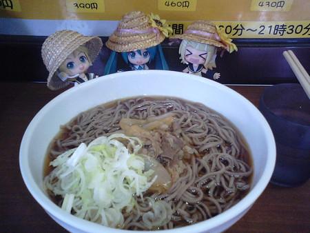 新潟駅1番ホームの立ち食いそば屋で昼食♪