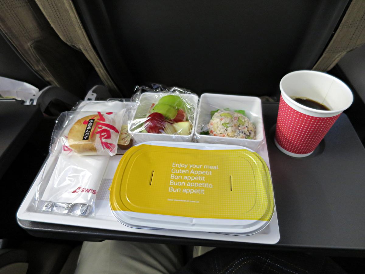 往路機内食2