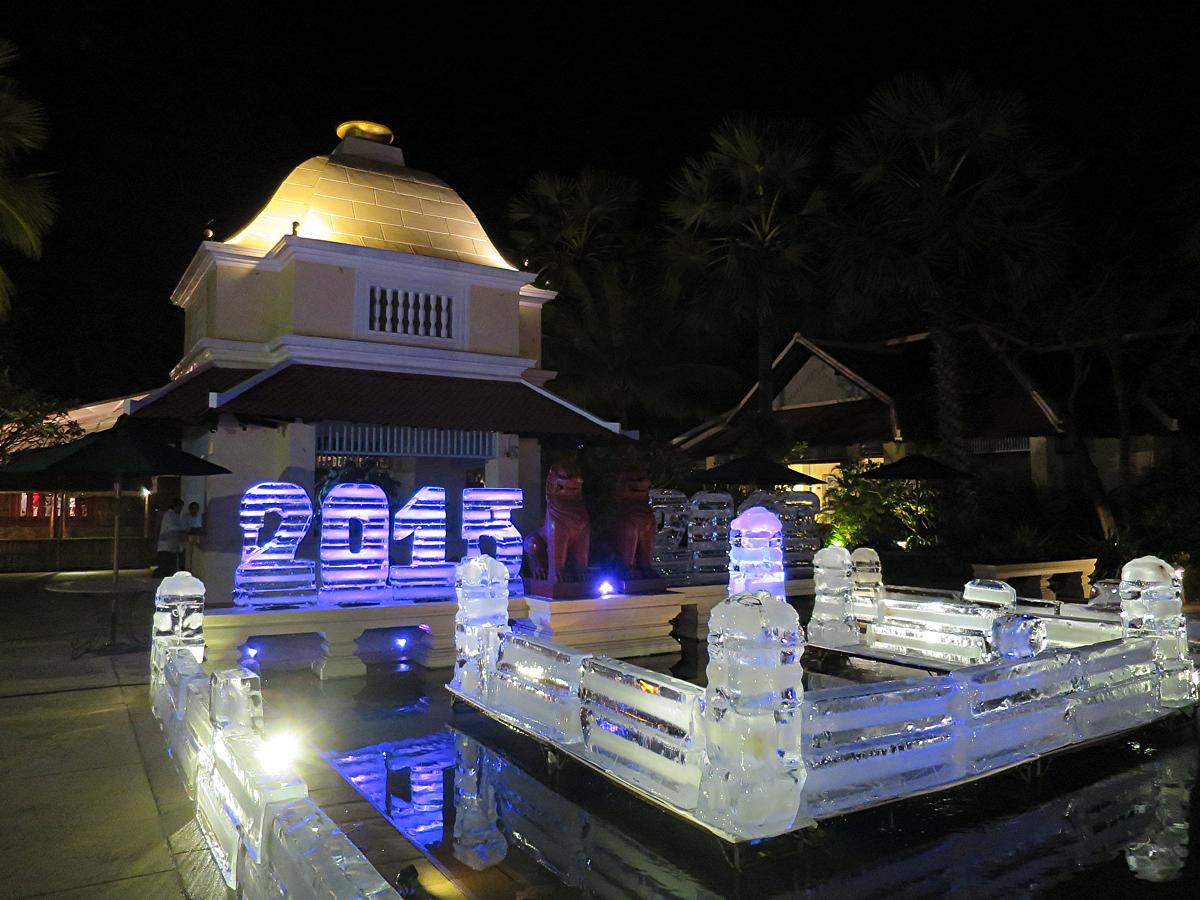氷の年号彫刻