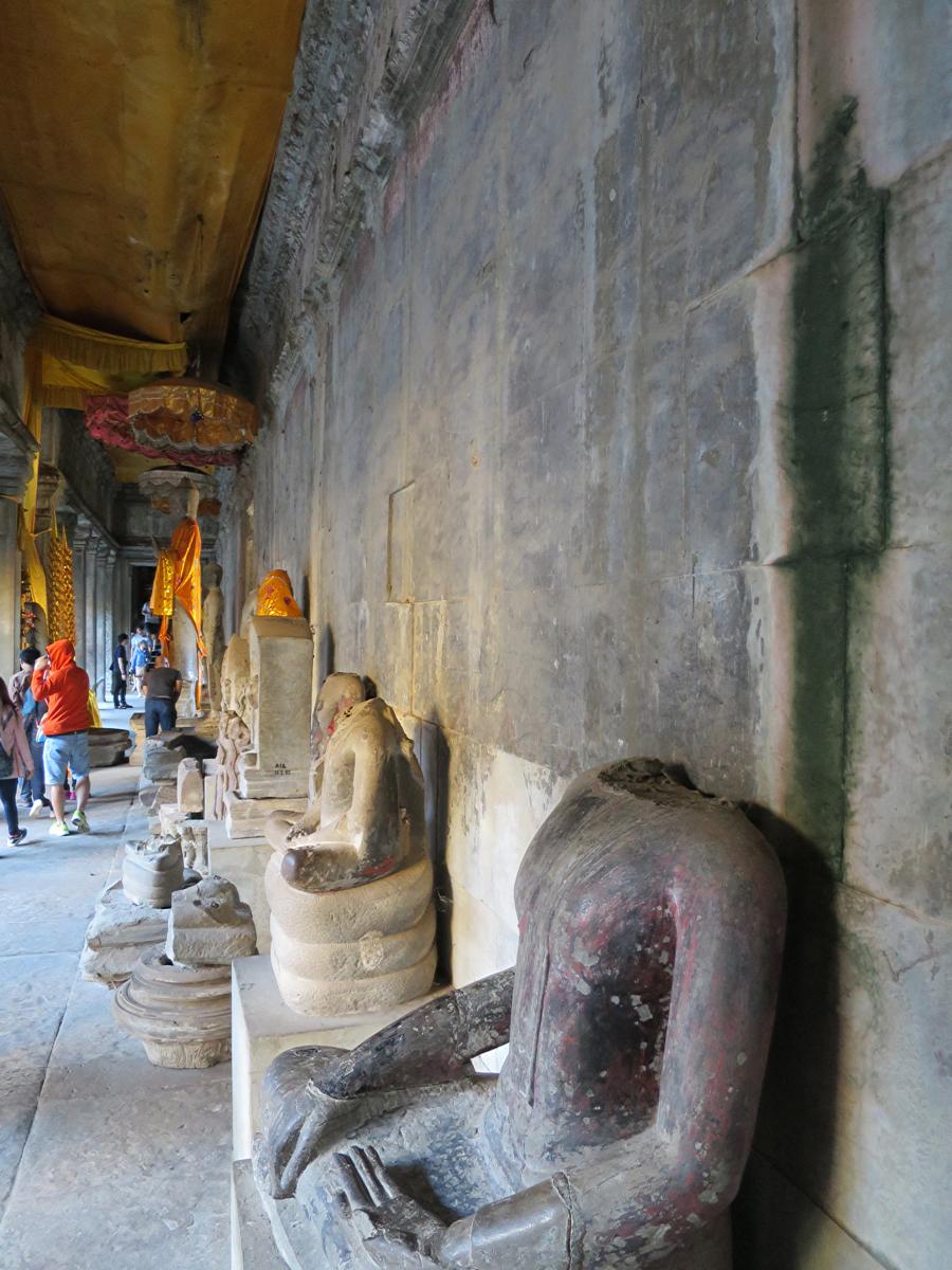 首の切られた仏像