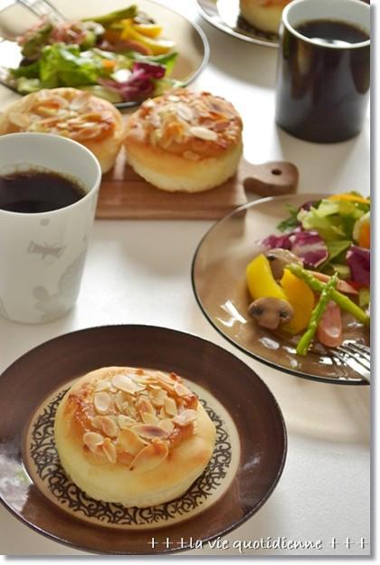 アーモンドクリームパンで朝ごパン