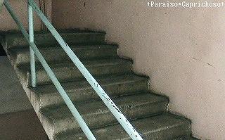 アパートメントの階段 ウランバートル