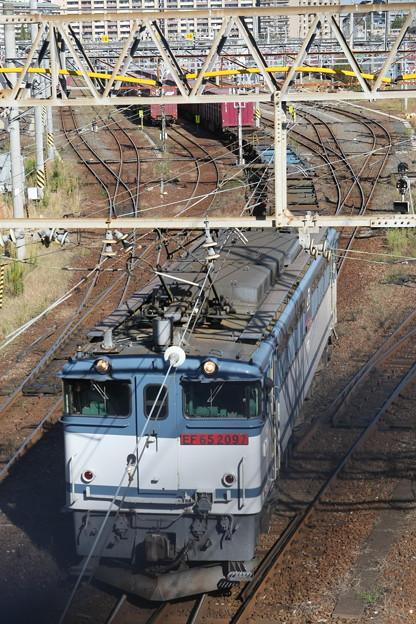 隅田川貨物ターミナル・陸橋でEF65-2097号機の入れ替えを撮影