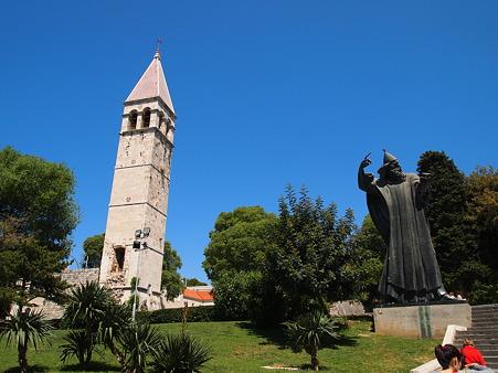 グルグールの像