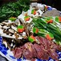 写真: 夕食は松茸と地鶏のすき焼き。