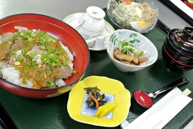牛ロースステーキ丼07.30