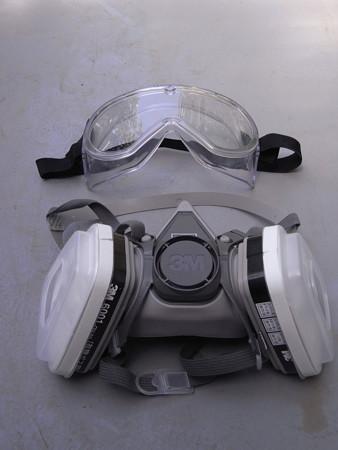 防塵ゴーグルと防毒マスク