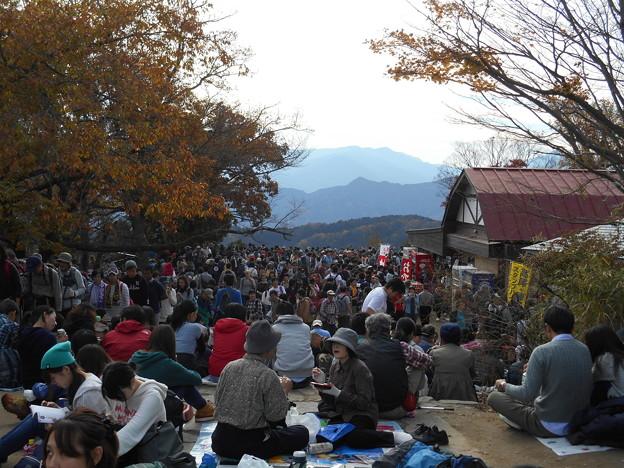 高尾山山頂も人人人2015.11.21