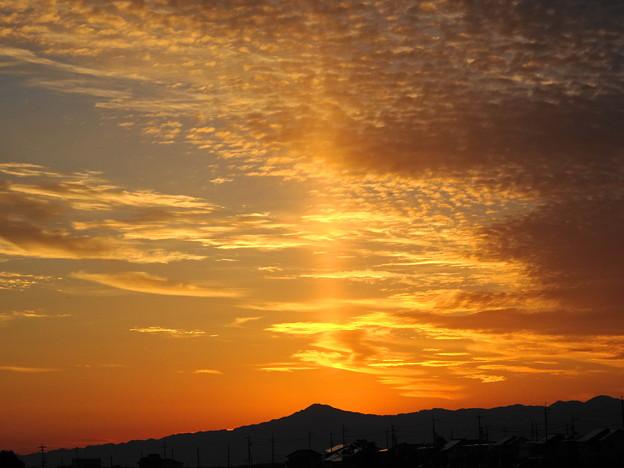 真っ直ぐ天に昇る薄明光線 後光 不思議な空 DSC09181