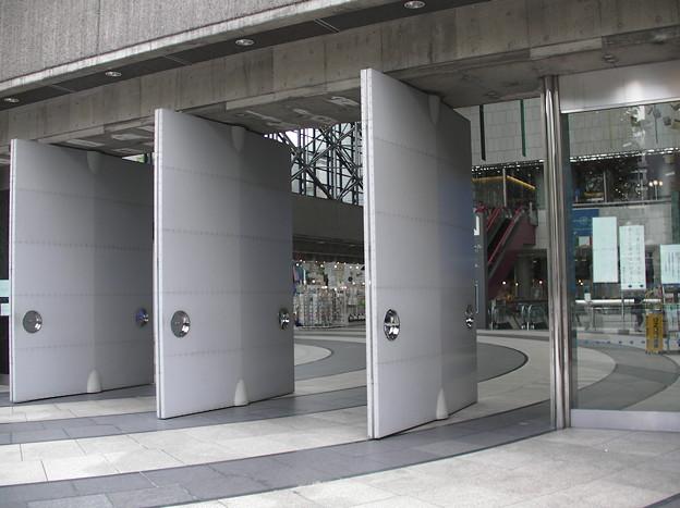 写真: 東京芸術劇場