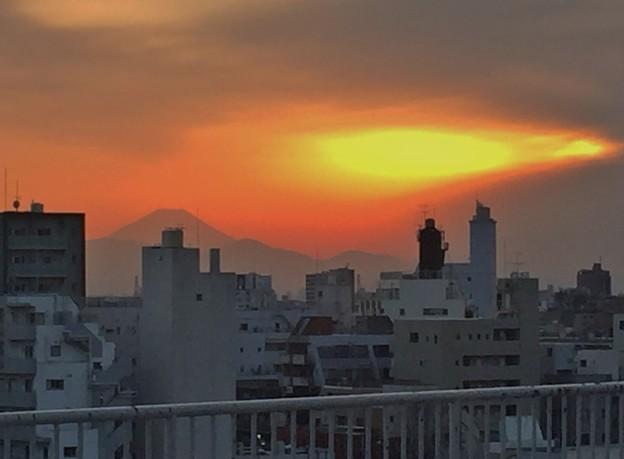 夕焼けと富士山?