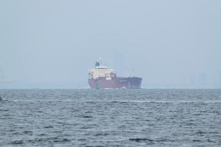 1)183m MORNING HARUKA (35mm換算750mm)南航船  大黒ふ頭方面
