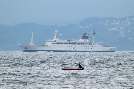 4)131m おがさわら丸(35mm換算750mm)北航船 富津湊川河口方面