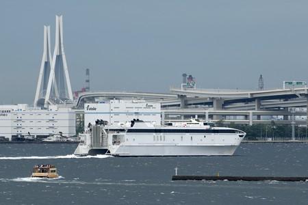 ウエストパック・エクスプレス横浜港出港