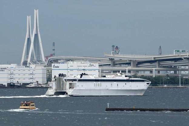 写真: ウエストパック・エクスプレス横浜港出港