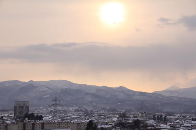 里山と朝陽