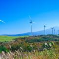Photos: 風車と鳥海山
