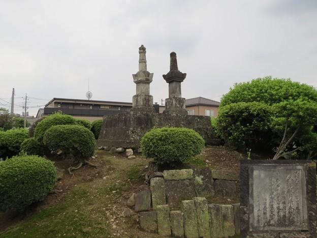 写真: 小笠原掃部太夫信嶺の墓