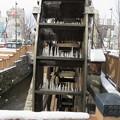 写真: 上田駅前の水車