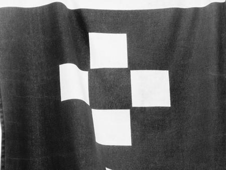 四つ石, 御成通の旗の家紋 (神奈川県鎌倉市御成町)