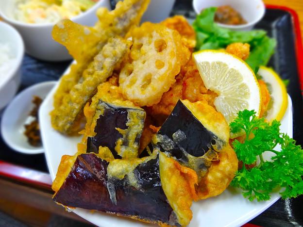 てんしん中華店 日替ランチ 唐揚げと野菜のてんぷら 広島市南区的場町 Tianjin
