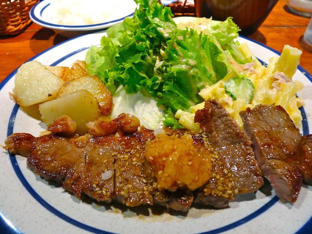 Quil fait bon キルフェボン 洋食ランチ 牛ロースステーキ ジャーマンポテト ツナコーンのマカロニ 広島市中区大手町3丁目