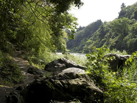 石の階段と大岩(2)
