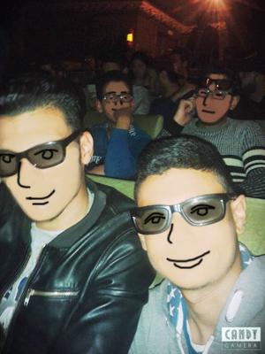 映画館内で3Dメガネな皆さん