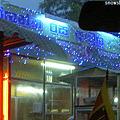 Photos: 明かりのついた小さな店