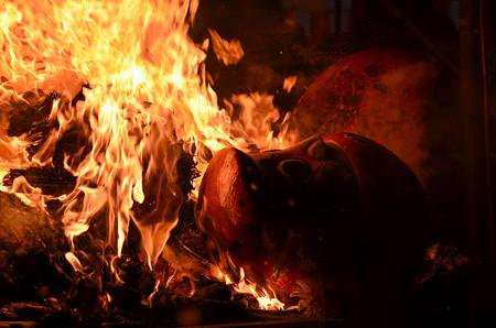 160115焼かれるダルマ10
