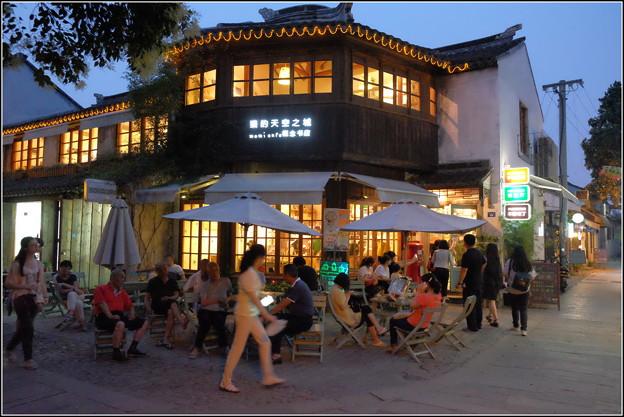 宵のカフェ