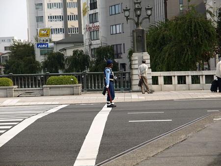 宇都宮駅前で交通整理