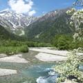 写真: 穂高連峰そして梓川